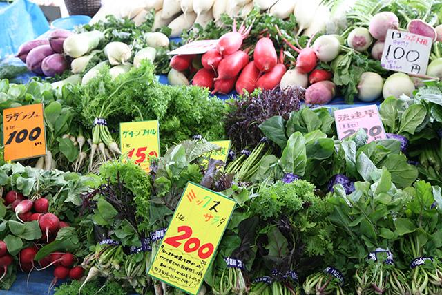市場に並べられた鎌倉野菜
