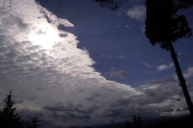 日を隠す雲