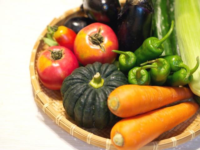 ざるに入った野菜