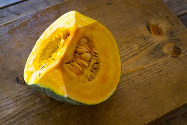 1/4にカットされたかぼちゃ